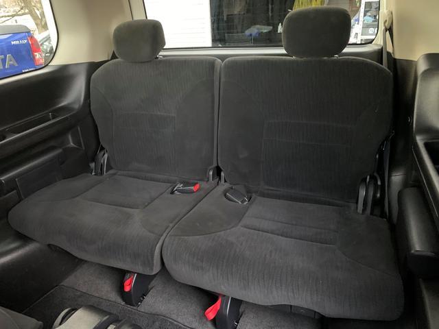 3列目シートは大人の方が乗っても十分に広い座席になっています♪必要に応じて折りたためば収納スペースを広げることも出来ます♪人数や荷物の多さに合わせて自由自在に使い分けする事が出来ます♪