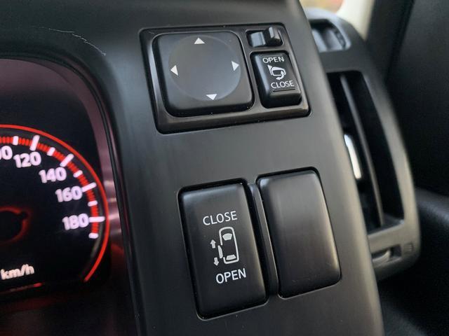 パワースライドドアなので荷物を持った状態でも開け閉めが簡単にできます♪運転席側のスイッチやキーレスからもドアの開閉も可能です♪ガラス面積も大きいので視認性も◎なお車です♪