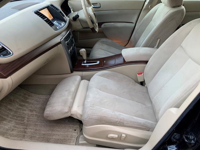 助手席には電動で出てくるオットマンが付いておりますので同乗者の方は足を伸ばしゆったり乗車できます♪コンセプトがくつろぎ空間だけに一人掛けソファのようなシートですね♪