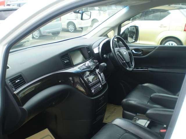 日産 エルグランド 2.5 250ハイウェイスター 4WD