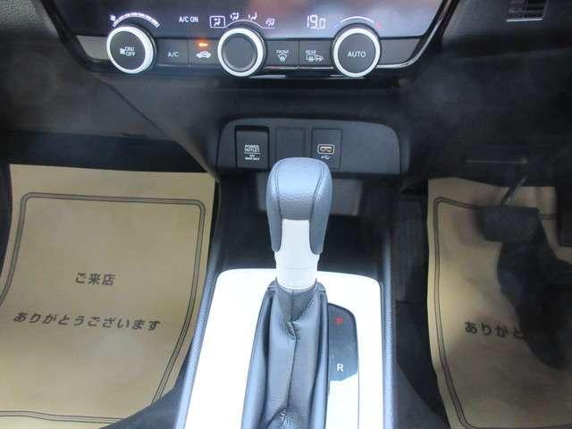 e:HEVベーシック 4WD メモリーナビ フルセグ スマートキー バックモニター LED(11枚目)