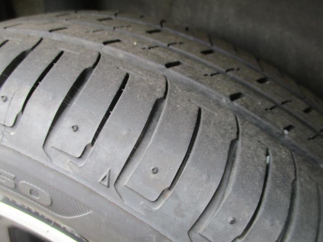タイヤ残り溝のバッチリです!