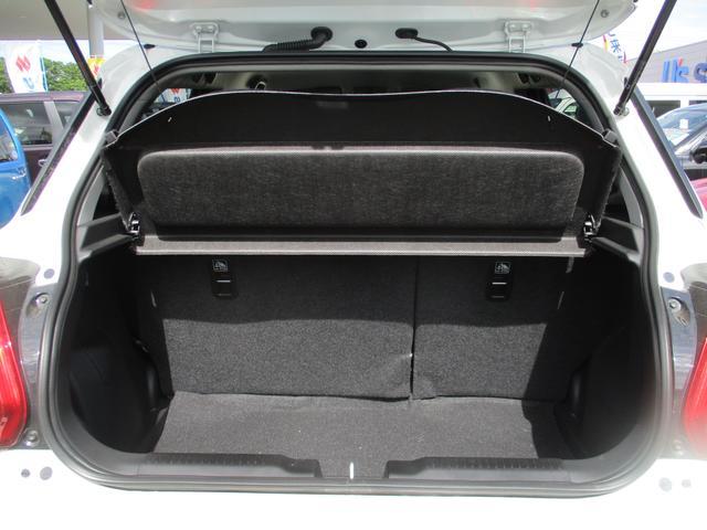 バックドアは開口部が広いので荷物の積み下ろしに便利です☆