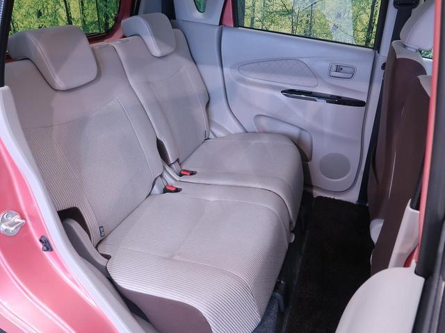【リアシート】リア席は分割式シートなので、リクライニングも楽々♪ シートアレンジも多彩にできます。シートを倒せば、大きな荷物も積み込み可能です!
