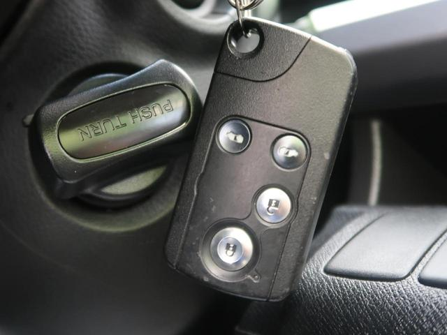 ●スマートキー『鍵を挿さずにポケットに入れたまま鍵の開閉、エンジンの始動まで行えます。』