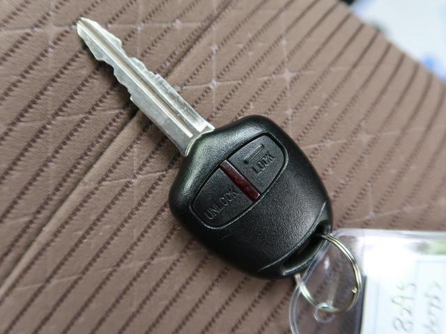 E 純正CDオーディオ AUX キーレスエントリー ドライブレコーダー シートヒーター 横滑り防止装置 電動格納ミラー ワンオーナー 禁煙車(5枚目)