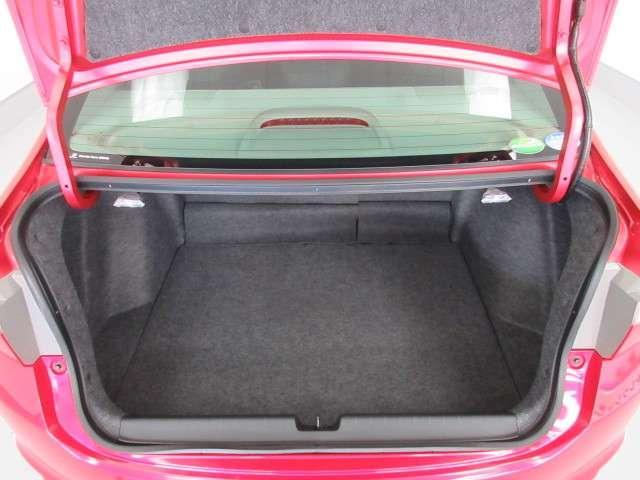 開口部形状を工夫し大容量かつ荷物の出し入れがしやすいトランクルームを実現☆☆☆