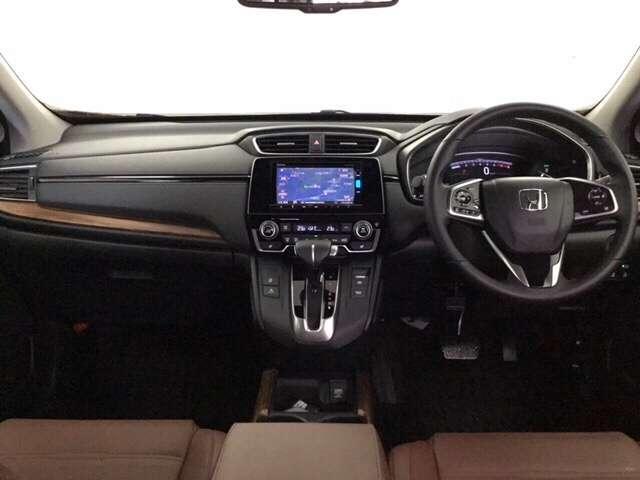 質感のあるシックモダンなインパネ周り★デザイン性はもちろん安全面もしっかり考慮◎運転席からの視界はとても広々です♪♪♪