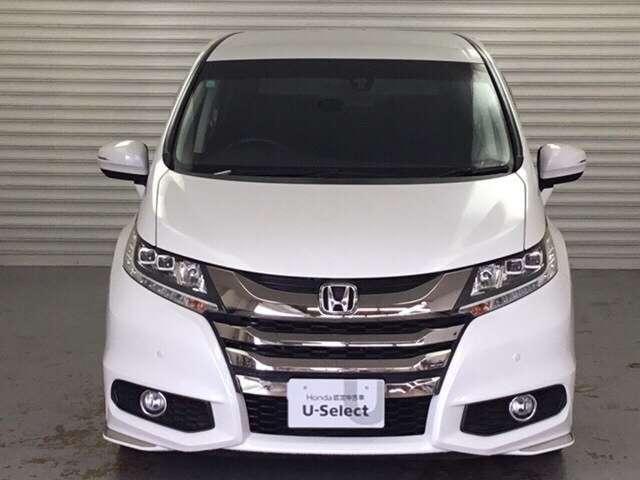 LEDヘッドライトにフォグライト、ドアミラーウィンカーを備え、自他ともに視認性抜群のお車です。