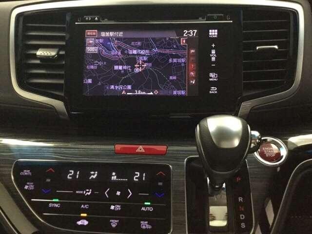 ナビゲーションはフルセグTV、インターナビ対応の純正ナビ。エアコンは後席へも送風できるオートエアコンです。