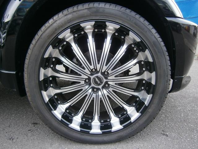 現在、社外22インチアルミホイールに夏用タイヤ装着中です。状態もまだまだ走行可能な状態となっております。