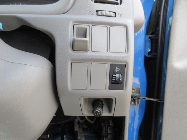 フルジャストロー 最大積載量2000kg 全低床 三方開 荷台鉄板張仕様新品張替え&塗装済 外装&アオリ再塗装仕上げ済み 下廻り&フレーム防錆塗装仕上げ済み 後輪ダブルタイヤ エアコン・パワステ・パワーウィンドウ(59枚目)