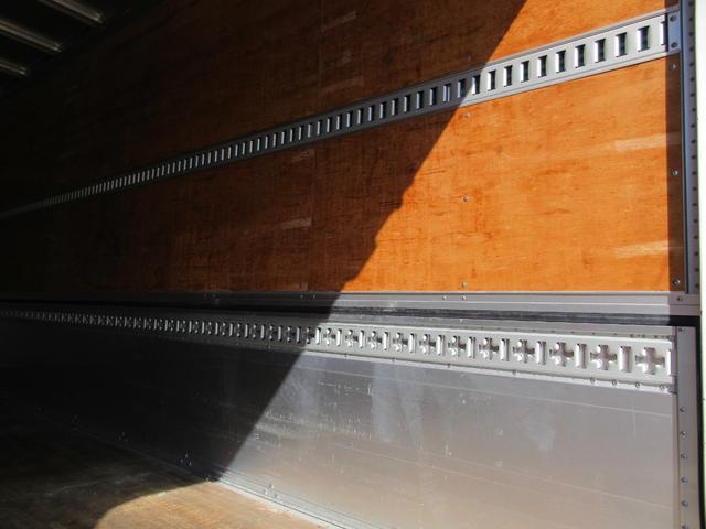 アルミウィング 最大積載量2800kg  導風板 シルバーメッキフロントバンパー&サイドミラー  バックモニター 荷室サイドラッシングレール アルミホイール 荷室内寸長さ620cm・幅222cm・高さ242cm(45枚目)