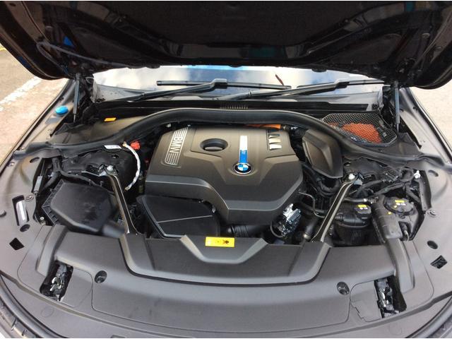 BMW BMW 740e アイパフォーマンス サテンブラックフルラッピング