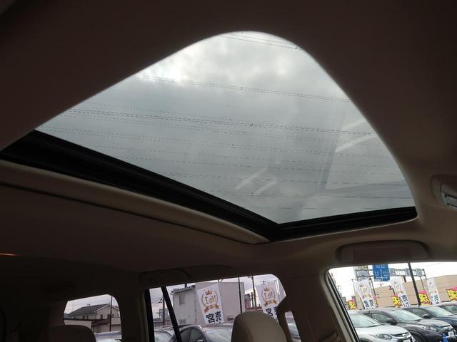 【ムーンルーフ】ボタンひとつで開閉可能な開放感たっぷりのガラスのルーフ!メーカーオプションのため、中古車としては大変珍しいです!小さなお子様も大喜びすること間違い無しです!!