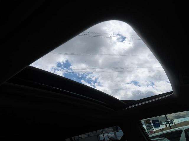 サンルーフ!車内はいつも明るく開放的なドライブが楽しめますね!!