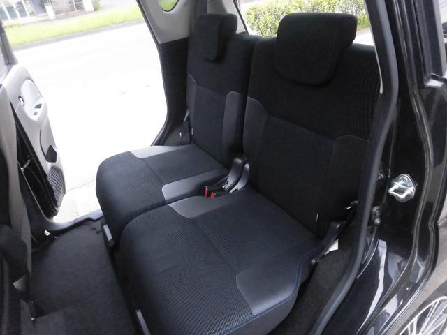 内装は黒を基調とし、シックな配色になっております!リアシートにもリクライニング機能が付いておりますので、後ろに乗られる方もゆったりとお乗り頂けます!