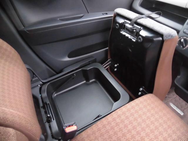 シートを上げることにより収納場所が多く確保できます。もちろんダッシュボードにも入れることが出来ますよ!!