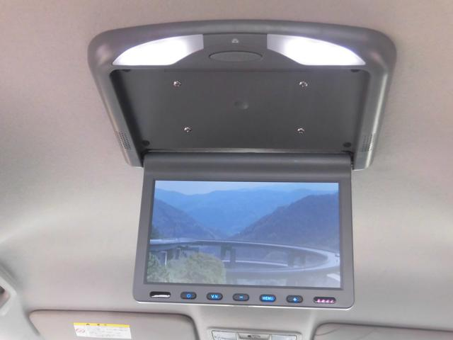 人気パーツベスト2フリップダウンモニター!!家族で乗られる方、友達とワイワイしたい方に人気なオプションパーツです!TVやDVDを後部座席で楽しむことが出来ます!LED液晶で鮮やかな映像が楽しめます!