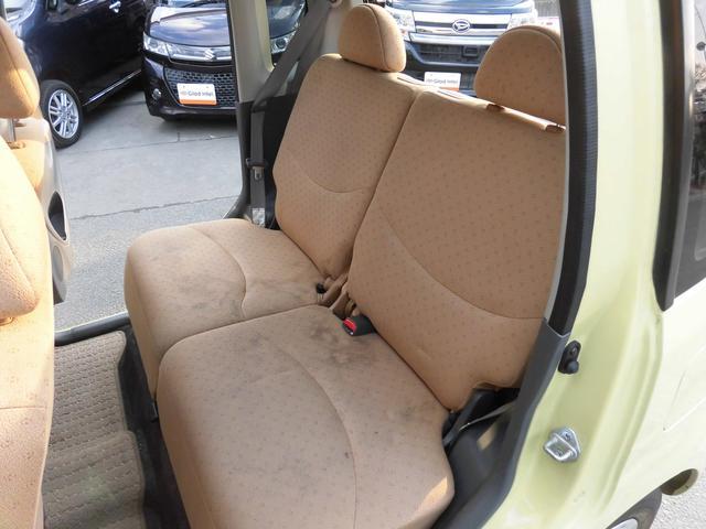 内装はベージュを基調とし、落ち着いた配色になっております!リアシートにもリクライニング機能が付いておりますので、後ろに乗られる方もゆったりとお乗り頂けます!