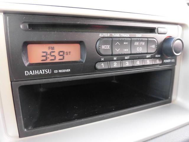 純正CDデッキが装備されております。ナビへの交換も可能になりますのでご相談ください。当店では中古から新品までご予算に合わせご紹介させて頂きます。