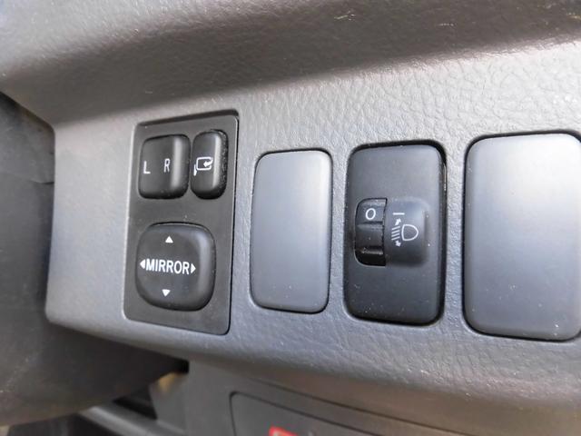 電動格納ミラーとヘッドライトのレベライザーも付いております。軽自動車にはなかなか無いオプションですので大変おすすめです!!