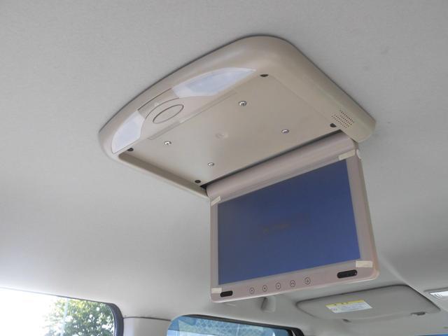 フリップダウンモニターが付属されております!!後部座席でTVやDVDビデオを視聴でき後部座席の人も長時間のドライブも楽しむことが可能です!!