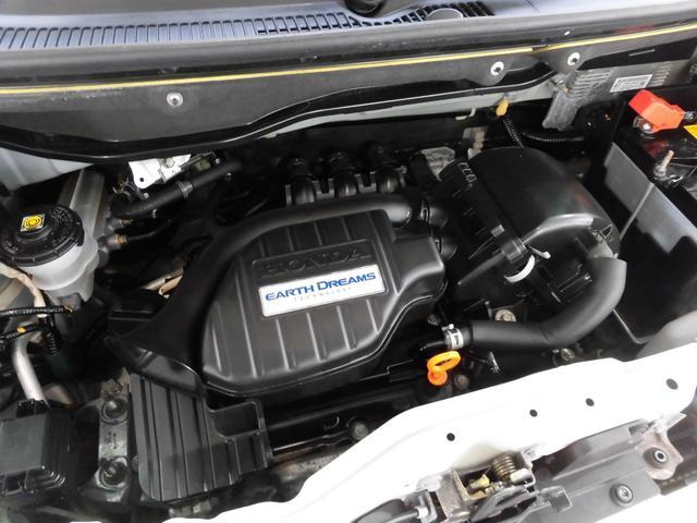 デリケートなエンジンルーム内も丁寧に手入れを行っております!エンジンルーム艶出しは、簡易清掃しプラスチックパーツ類の艶を出します。