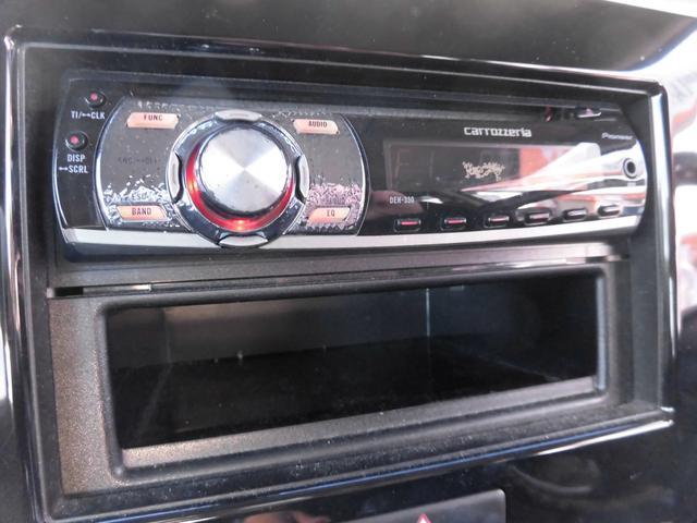 CDコンポが付いております。ブルトゥース配線を繋げれば、スマートフォンと連動し音楽を聴くことも可能ですよ。中古ナビTVや、新品のナビTVに変更も可能ですので、是非ご相談ください!!