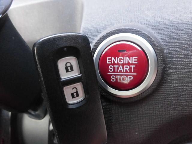 スマートキー&プッシュエンジンスタート!!スマートキーは鍵の開閉、エンジンスタートを鍵を出さずに出来ます!!プッシュエンジンスタートは、ボタン一つでエンジン始動可能です!!キーの紛失防止にもなります♪