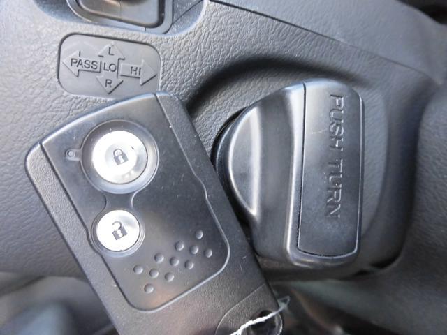 キータイプはスマートキーです♪鍵の開閉時やエンジン始動時にキーを差し込む必要が無いため、鍵穴の周りに傷がつく心配も無くなります!カバンやキーケースに入れたままで使用できますので、紛失防止にもなります♪