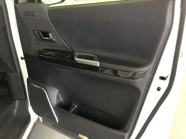 SR Cパッケージ 4WD サンルーフ レザーシート 純正ナビ フルセグTV バックビューカメラ 後席フリップダウンモニター 両側パワースライドドア パワーバックドア スマートキー プレミアムサウンドシステム クルコン(19枚目)