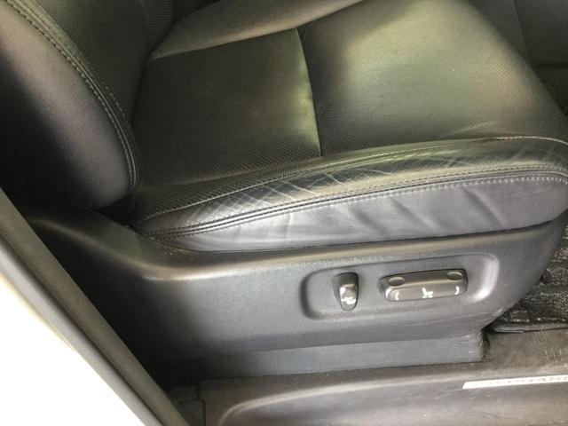 SR Cパッケージ 4WD サンルーフ レザーシート 純正ナビ フルセグTV バックビューカメラ 後席フリップダウンモニター 両側パワースライドドア パワーバックドア スマートキー プレミアムサウンドシステム クルコン(20枚目)