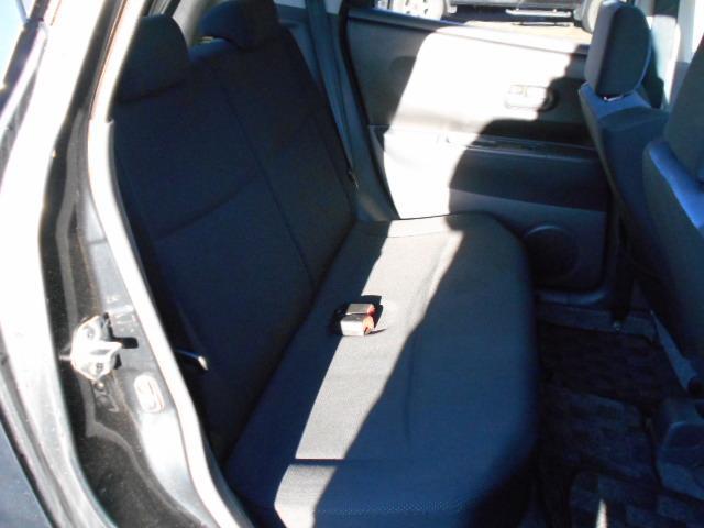 後部座席です。見づらいですが、こちらも大きな汚れやシミ、焦げ跡なく綺麗な状態です!
