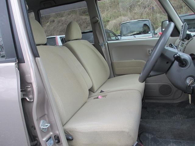 前席フラットシートで、小さなお子様を助手席に乗せても楽に手も届き安心安全かと思いますヽ(*´∀`)ノ