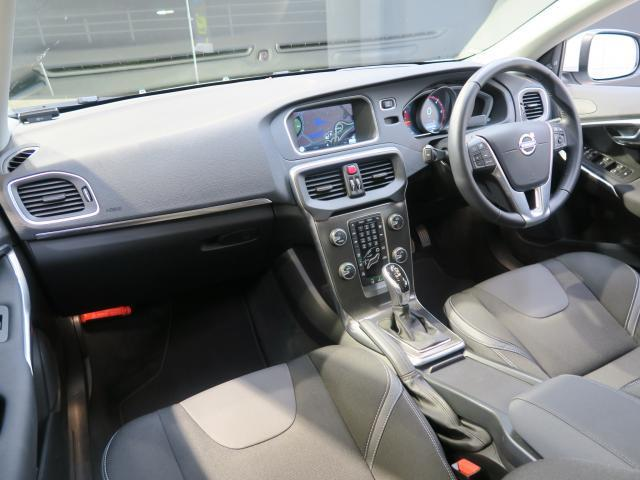 ボルボ ボルボ V40 D4 SE ディーゼル車 レーダークルーズ キーレスドライブ