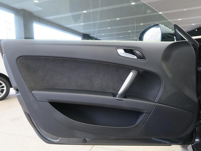 ●助手席側ドアパネル『使用頻度の高いドアパネルですが、ご覧通りきれいな状態を維持しております。』