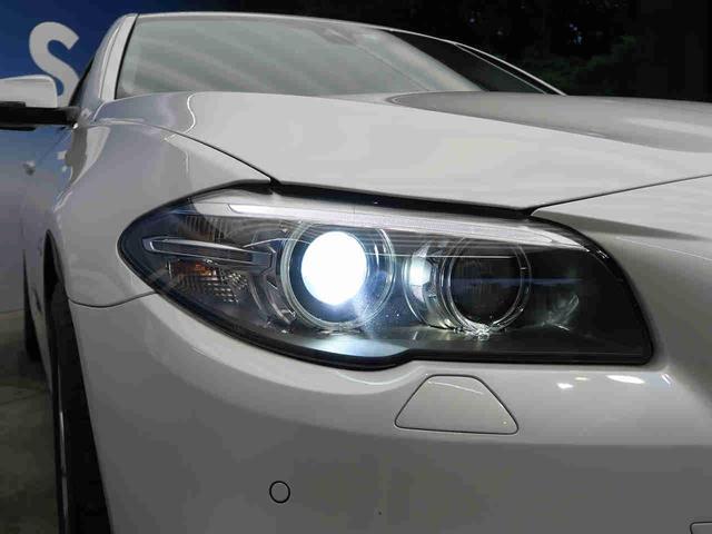 ●キセノンヘッドライト『ハロゲンの数倍の明るさを誇る高寿命キセノンヘッドライトで、安全運転を支える良好な視界を!』