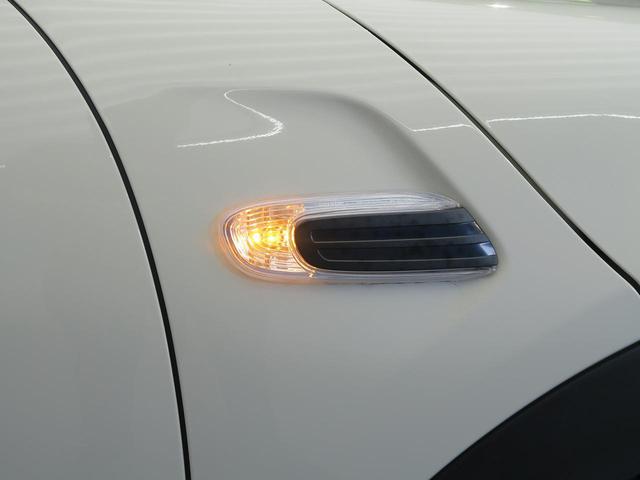 ●サイドウインカー『対向車からの視認性の高いウィンカー!当然電動格納式ミラーです!』