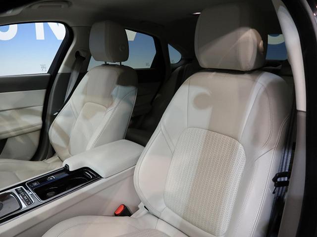 ●ホワイトハーフレザーシート『高級感溢れるシート材質や機能は、ドライバーを魅了し快適なドライビングを演出します!』