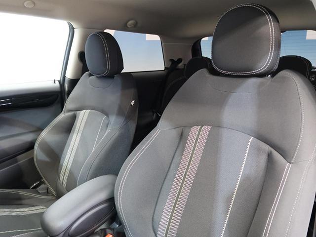 ●ブラックモケットシート『高級感溢れるシート材質や機能は、ドライバーを魅了し快適なドライビングを演出します!』
