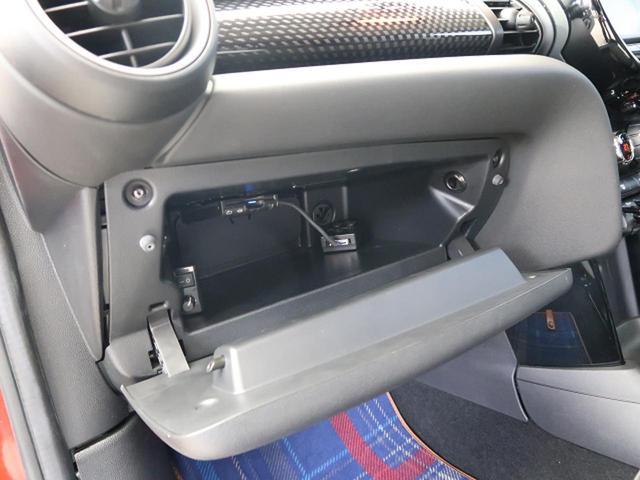 ●グローブボックス『車検証や取扱い説明書などを収納できるスペースを確保』