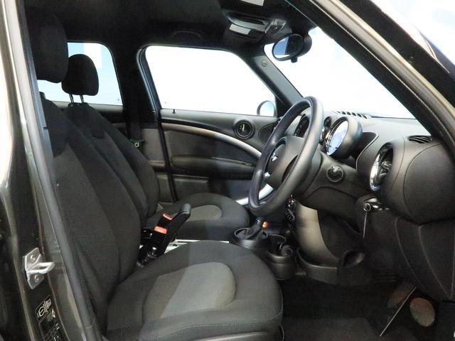 クーパー クロスオーバー 禁煙車 HIDヘッドランプ 純正AV CD再生 スマートキー 電動格納ミラー オートライト 純正16インチAW フロントリアフォグランプ オートエアコン(9枚目)