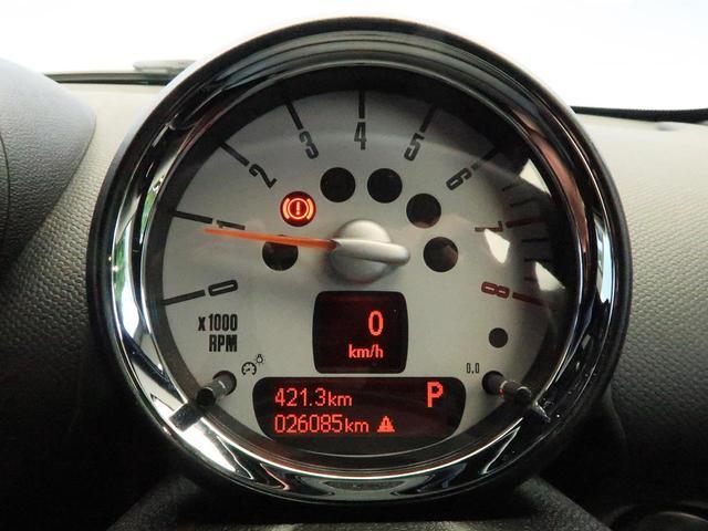 クーパー クロスオーバー 禁煙車 HIDヘッドランプ 純正AV CD再生 スマートキー 電動格納ミラー オートライト 純正16インチAW フロントリアフォグランプ オートエアコン(12枚目)