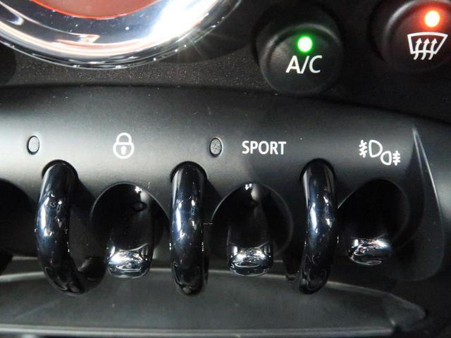 クーパー クロスオーバー 禁煙車 HIDヘッドランプ 純正AV CD再生 スマートキー 電動格納ミラー オートライト 純正16インチAW フロントリアフォグランプ オートエアコン(40枚目)
