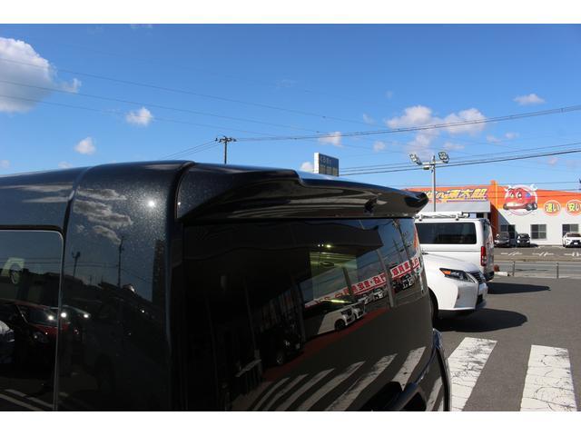 アベカツでは大型の自社鈑金工場を敷地内に併設し、レッカー車も完備&代車は50台とお客様のSOSから即時対応を行います。