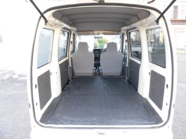 ★フルフラットになるので後部座席全体をトランクルームとして使うことも出来ます!