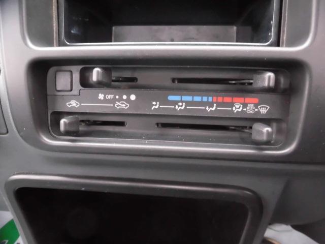スペシャル 4WD オートマ パワステ 純正オーディオ(9枚目)