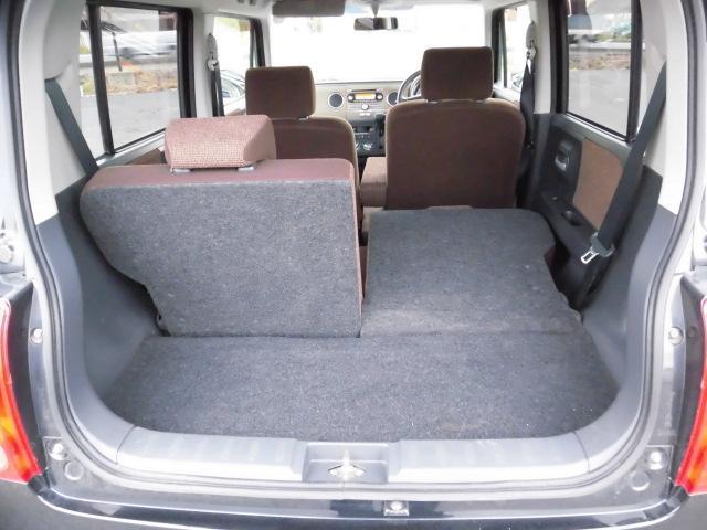 ★シートが各々倒れるので荷物に合わせてトランクを更に広く使うことが可能です。