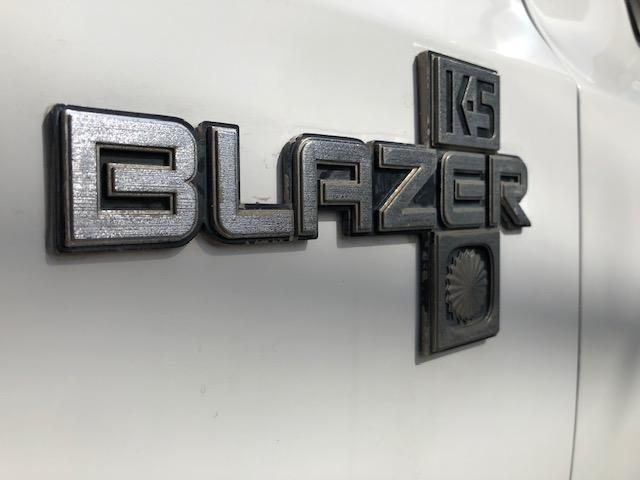 シボレーK5ブレイザーの4WD入庫しました!!グリル&ヘットライトは新品リフレッシュ済み!バンパーガードもついていますので、拘りの1台をお探しの方はお気軽にお問合せ下さい!!